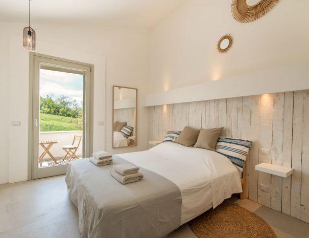 24 Slaapkamer 1 met terras Casa Luce