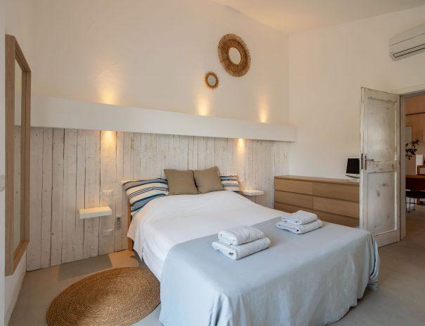 28 Slaapkamer 1 met terras Casa Luce