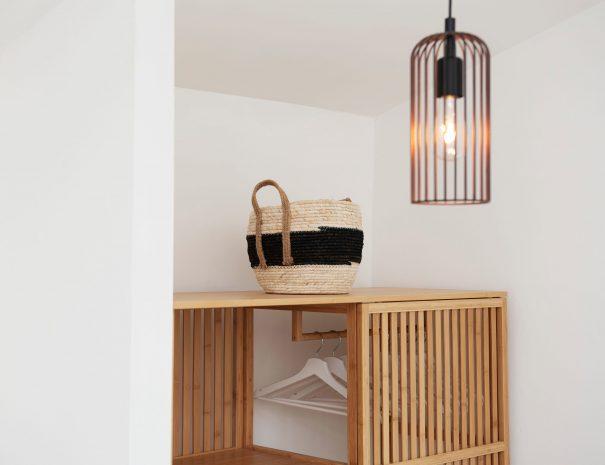 55 Detail lamp en mand Casa Luce kamer 3
