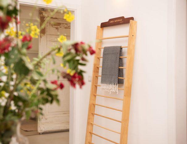 60 Detail boeket en handdoekenrek Casa Luce